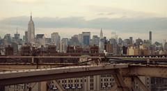 (SKYLINE) Five views of the Empire State Building 3/5 (Alberto Sen (www.albertosen.es)) Tags: new york building nikon state flag alberto empire bandera nueva sen estados eeuu unidos albertorg albertosen