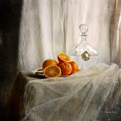 Still life with carafe and oranges (MargoLuc) Tags: stilllife texture glass silverware oranges carafe vassoio caraffa platinumheartaward magicunicornverybest magicunicornmasterpiece stillexcellence