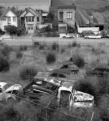 Potrero Hill, San Francisco (Dave Glass . foto) Tags: sanfrancisco potrerohill dogpatch amcgremlin fujigs645s automobilesalvage automobileaslandscape