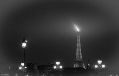 Tour Eiffel du Pont Alexandre III (J-C Isabelle) Tags: bridge paris france statue french noir tour eiffel lumiere toureiffel capitale et blanc quai ville fleuve pontalexandreiii