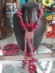 Lucia es una verdadera vistuosa de la bisutería con Tagua, presentamos su arte y creaciones