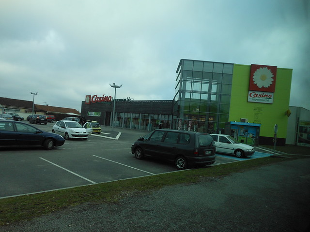 Distributeur de lait cru - 6 mars 2012 (Magasin Casino, Avenue Président Carnot - Panazol) (2)