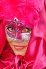 Beaut cache (zebrazoma) Tags: pink paris eye rose photoshop mask ile yeux beaut carnaval dxo saintlouis venise voile 70200 2012 masque regard venitien lumiquest d700 sb900
