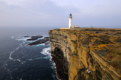 Noup Head Lighthouse, Westray, Orkney Islands (iancowe) Tags: ocean cliff lighthouse islands scotland orkney head scottish cliffs atlantic stevenson edge clifftop rspb northernlighthouseboard nlb westray noup lighthousetrek wbnawgbsct