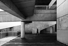 (cherco) Tags: city blackandwhite woman blancoynegro geometric girl museum composition canon alone chica geometry columns ciudad momento lonely moment solitary solitario composicion columnas aloner