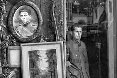 Curiosa somiglianza (carlo tardani) Tags: toscana ritratti arezzo antichit piazzagrande fieraantiquaria negoziodantiquariato nikond800