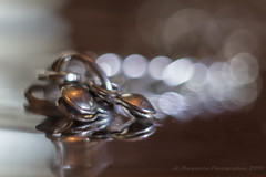 Bracelet indien... (Dolkar-photographe...) Tags: macro monochrome vintage bokeh manuel f20 argent mtalargent hlios44m objectifmanuel braceletindien eosetobjectifmanuel