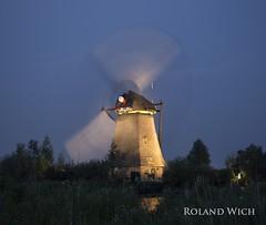 Kinderdijk (Rolandito.) Tags: light holland netherlands windmill lights nederland illumination windmills illuminated bas paysbas pays kinderdijk niederlande