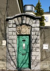 Tarbes, Hautes-Pyrnes: la porte de l'vch (Marie-Hlne Cingal) Tags: door france puerta porta porte portal tr 65 sudouest midipyrnes tarbes hautespyrnes bigorre vch