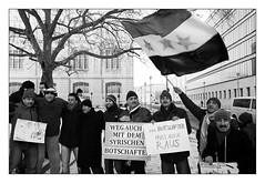 . (Thorsten Strasas) Tags: berlin demo deutschland freedom democracy rally protest streetphotography streetlife embassy demonstration spy syria agent ambassador mitte guido affair bashar opposition reportage spion syrien amt botschaft aufenthalt agenten westerwelle auswrtiges botschafter schwarzweis spione affre alassad ausweisung