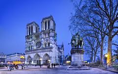 Notre Dame (Pars) (dleiva) Tags: paris france europa europe iglesia bicicleta nocturna bici notre dame francia domingo hdr nocturno leiva iluminacin iluminada cicling dleiva