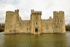 Bodiam Castle (dprezat) Tags: uk england castle sussex medieval gb angleterre bodiam southcoast château eastsussex bodiamcastle sonyalpha700