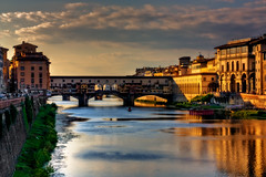 Bathing in the afternoon sun (JoLoLog) Tags: bridge italy river florence europe tuscany pontevecchio lorien thearnoriver canonxsi bestcapturesaoi ringexcellence dblringexcellence tplringexcellence eltringexcellence