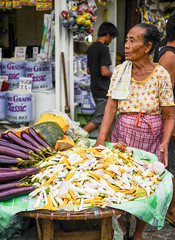 Matching Colors (daniel.frauchiger) Tags: street vegetables market philippines cebu bohol pilipinas