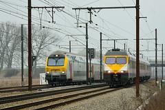 M6 & MS80 rijden een koerske op lijnen 25 & 27 in Duffel. Wie gaat er winnen? (Ervanofoto) Tags: train nikon track belgium belgique transport belgi zug trains d200 trein spoor flanders spoorwegen belgien flandres duffel treinen zge vlaanderen flandern nmbs locomotief sncb lijn27 ervanofoto