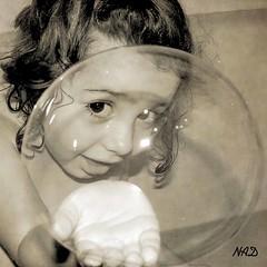 Te veo (Colore-arte) Tags: portrait game texture textura children play retrato nios bubble juego pompa