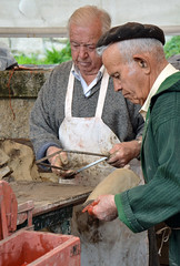Haciendo tejas (Festa da Arribada, Baiona) (Majorshots) Tags: fiesta galicia galiza craftsman baiona teja tejas artesanos artesano traditionalcrafts 1493 clayrooftiles makingtiles festadaarribada arribadadacarabelaapinta tilermakers bayona1493