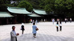 0254 Meiji Shrine - Shibuya, Tokyo (Traveling Man – Back after a long absence) Tags: canoneos50d canonef24105mmf4lisusm tokyo tokyoprefecture 東京都 japan 日本 nihon nippon 日本国 nipponkoku nihonkoku statejapan japanese asia アジア asian アジアの eastasia meiji shrine 明治神宮 jingū shibuya shinto emperormeiji empressshōken nagarezukuri kanpeitaisha 官幣大社 azekurazukuri 渋谷区 shibuyaku 神道 shintō shintoism kaminomichi wayofthegods man men woman women people candid outdoor tree walkway path architecture building markaveritt