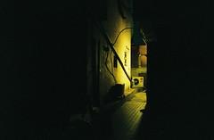 2139/1816' (june1777) Tags: street light night zeiss alley fuji superia g 28mm snap contax f 400 carl seoul g2 kyocera f28 xtra biogon gbiogon angukdong