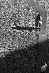 io vedo un incontro (Maieutica) Tags: shadow bw woman man milan donna day shadows dress stones milano ombra meeting bn ombre uomo pietre calling giorno incontro vestito telefonata
