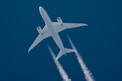 Jetairfly Boeing 787-8 OO-JDL (Thames Air) Tags: jetairfly boeing 7878 oojdl contrails telescope dobsonian overhead vapour trail