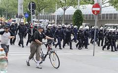 D3s_20160611_154404_01 (martin juen) Tags: vienna wien demo austria österreich demonstration polizei rechts aut barrikaden nationalismus gegendemo pfefferspray barrikade polizeigewalt rechtsextrem martinjuen revisonismus identitär identitäre 12062016 12juni2016