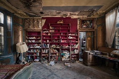 #705 (Vincent Ferron xplo) Tags: old abandoned colors bedroom decay d3