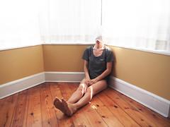 con le ginocchia illuminate (LaSandra.) Tags: nyc light selfportrait brooklyn room parkslope faceless undercover sandralazzarini