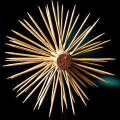 Tap i escuradents (Juan Antonio Capó) Tags: wood madera pattern fuji background surface textures toothpicks chopsticks fujifilm fondo texturas x10 superficie tandenstokers palillos patrón zahnstocher stuzzicadenti mondadientes kürdan tandpetare palitosdedente curedents escuradents tannstönglar зубочистки scobitori fujifilmx10 fujix10 牙签,이쑤시개 οδοντογλυφίδεσ つまようじ、wykałaczki
