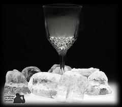 Helado (Joseba Muoz) Tags: glass smoke estudio freeze cristal humo vaso bodegon hielos blackwhitephotos