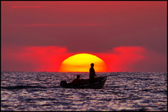 ...no line on the horizon... (zio.paperino) Tags: sunset red sea italy sun mer sol nature yellow rouge boat mar nikon barca italia tramonto mare natura giallo nikkor sole puesta rosso calabria catanzaro lamezia 80200 d90 abigfave ziopaperino mygearandme mygearandmepremium mygearandmebronze mygearandmesilver