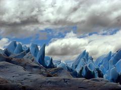 Towers (Hugo Cesar Gusmao) Tags: park trip travel viaje parque patagonia cold travelling ice gelo southamerica argentina wonder day cloudy sony tranquility nopeople dia glacier adventure stunning glaciers viagem nublado majestic glaciar frio hielo scenics patagônia aventura américadosul parquenacional geleira glaciarperitomoreno suramérica beautyinnature parquenacionallosglaciares belezanatural sonydsch2 dsch2 geleiras icetrekking glacierperritomoreno geleiraperitomoreno trilhanogelo senderismoenelhielo