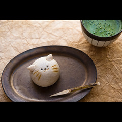 (Masahiro Makino) Tags: japan cat photoshop canon eos kyoto adobe   matcha greentea  tamron f28 manju confection lightroom    1750mm 60d  20120206141033canoneos60dls640p