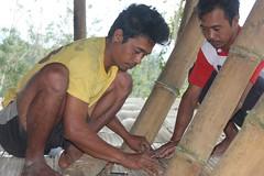 Pak Alit laying a bit more floor (SimonEvans1) Tags: bali house bamboo greenworld batukaru tabanan tosend