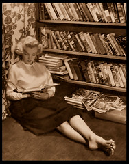 MARILYN MONROE (Harald Haefker) Tags: marilyn buch star book photo foto marilynmonroe barefoot legend rare fsse 1951 nackte