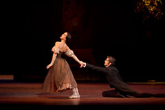 Ingenious, expressive, and unconventional: Onegin and the use of gesture