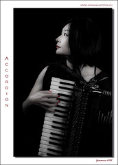 accordion (Ticino-Joana) Tags: woman asian japanese donna accordion frau giapponese akkordeon fisarmonica asiatin japanerin