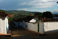 Barichara (Eric Dupuis) Tags: street houses canada mountains clouds landscape photography photo calle eric colombia artist quiet foto photographer photographie village view quebec montreal maisons pueblo paisaje bijou nubes vista walls fotografia nuages paysage rue casas vue santander paredes murs jewel splendid montaas artista fotografo montagnes sudamerica artiste splendor photographe joya barichara dupuis quieta colombie paisible splendeur esplendida ericdupuis splendide ricdupuis