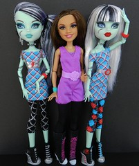 in her shoes (Laila X) Tags: monster high doll dolls disney frankie vip stein mattel datm dayatthemaul shoecomparison