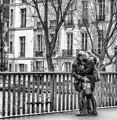 ~ paris je t'aime ... ~ (Janey Kay) Tags: paris streetphotography bp ilesaintlouis sigma2470mm28 janeykay mars2012 carnavalvnitiendeparis nikond300s samyang85mm14 march2012 venicecarnivalinparis