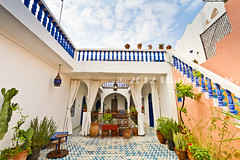 Sky over the Riad (Beum Gallery) Tags: africa blue sea sky people mer lamp stairs port lampe cathedral fort streetphotography mosque bleu cathdrale ciel morocco maroc maghreb safi personnes chapelle oldcity homestay gens forteresse cramique poterie riad afrique mosque escaliers tagine  potier  asfi photographiederue oldmedina fortifiedcity         citfortifie     anciennemdina      anciennecitportugaise collinedespotiers platdetagine tagineplate