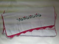 Pano de Prato Bordado Ponto Cruz - Arabescos e flores rosas B004 (SaluArts) Tags: flores de pano artesanato cruz ponto prato copa bordado