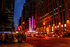 Radio City Music Hall (vampire-carmen) Tags: city urban usa newyork building america skyscraper traffic unitedstates manhattan cab taxi streetscene stadt vehicle amerika bigapple verkehr gebude strassenszene wolkenkratzer fahrzeuge vereinigtestaaten radiomusichall      stradascenanotturna escenadelacallenocturna  khungcnhngphvm     strydlunnosol    nattliggatubilden nachtelijkstraatbeeld   isetnavapilti  noneulinescene nttugtuvettvangur nocturnescnederue  naktingatvscena tempatkejadianjalanpadawaktumalam nattliggatebildet radharcsrideoche nocturnalalanuiweliweli  yllisenkatuvilin  cenaderuanoturna scenehuarahip  xenatriqmatulillejl  noktastratosceno   cihbyerkolananabel nentinnyalinaenyandalanasehatra oidhcheachsealladhsride nocturnalmsewupowonekera panggabitanawinngkalye escenaderanocturna konzentrierenstroossszen
