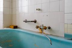 20160327-FD-flickr-0008.jpg (esbol) Tags: bad badewanne sink waschbecken bathtub dusche shower toilette toilet bathroom kloset keramik ceramics pissoir kloschssel urinals