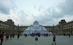 Visitors enjoying the Louvre at night (Monceau) Tags: blackandwhite art pyramid dusk louvre jr faade musedulouvre