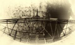 Spannung - Pur (Pana53) Tags: sky sepia clouds outdoor himmel elbe perspektive exkursion sonnenschein wolkig elektrik ansichten niedersachsen weitwinkel hochspannungsmast bundesland elberiver einfarbig lhesand nikond810 pana53 naturundlandschaftsfotografie photographedbypana53 insellhesand trgermast