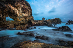 Watu Lumbung Beach (Henry Sudarman) Tags: seascape beach stone indonesia landscape rocks samsung yogyakarta 1220 gunungkidul nx slowspeed samyang beachandrocks samsungnx watulumbung samyang1220 kidulmount watulumbungbeach
