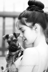 Momentos (Lissa Fine Art Photography) Tags: friends portrait bw dog blancoynegro girl beauty puppy gente schnauzer sping monocromtico blancoynegroprofundidaddecampo