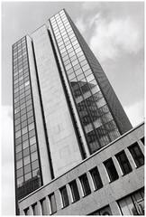 Reflektionen (tosch_fotografie) Tags: tower classic analog skyscraper 35mm reflections blackwhite minolta retro 100 asa xd7 schwarz glas innenstadt wolkenkratzer spiegelungen fotowalk weis scheiben analogous schwarzweis architketur fomaplan kleinblid