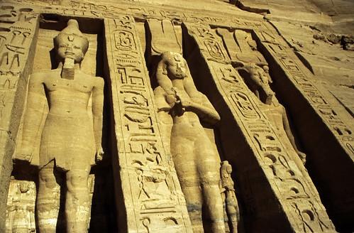 "Ägypten 1999 (140) Assuan: Kleiner Tempel von Abu Simbel • <a style=""font-size:0.8em;"" href=""http://www.flickr.com/photos/69570948@N04/27548295432/"" target=""_blank"">View on Flickr</a>"